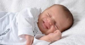 galeria-fotos-bebes-recien-nacidos-sonriendo